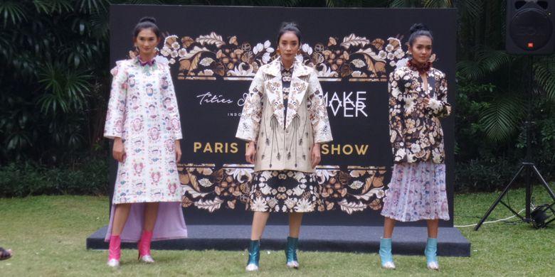 Koleksi busana Beauty Voyage karya Desainer Tities Saputra yang akan dibawakan pada Fashion Division Paris Fashion Show Spring Summer 2019 di Paris, 28 September 2018 mendatang.