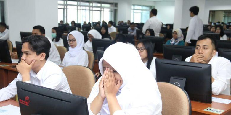 Tes SKD berbasis CAT yang digelar selama dua hari sejak Selasa (6/11/2018) di Kantor Badan Kepegawaian Negara diikuti oleh kurang lebih 898 peserta yang dibagi menjadi tiga sesi selama dua hari hingga Rabu (7/11/2018)