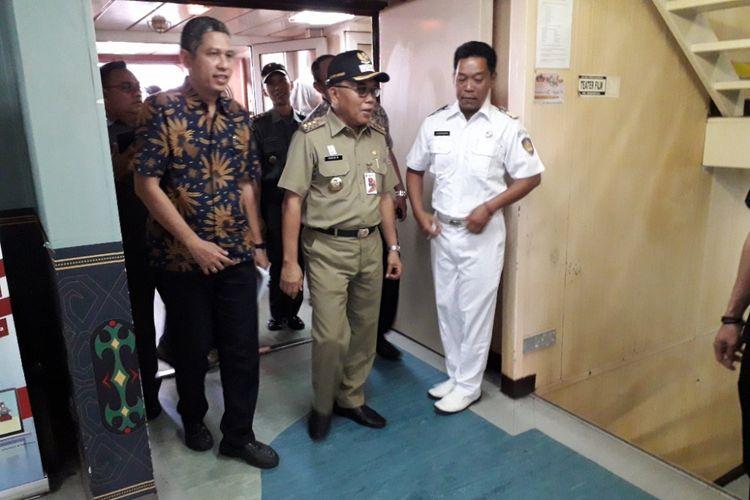 Wali Kota Jakarta Utara Husein Murad meninjau KM Dobonsolo dalam kunjungannya di Terminal Penumpang Pelabuhan Tanjung Priok, Jumat (8/6/2018).