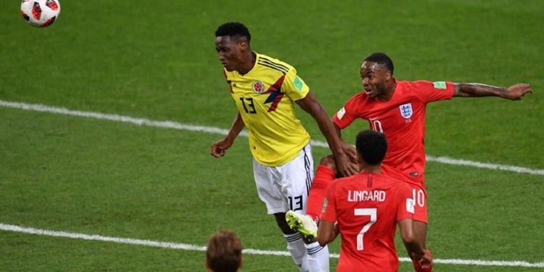 Bek Kolombia, Yerry Mina, mencetak gol penyama kedudukan ke gawang Inggris pada pertandingan babak 16 besar Piala Dunia 2018 di Stadion Spartak, 3 Juli 2018.