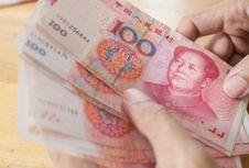 China Bantah Tuduhan Telah 'Melemahkan' Yuan