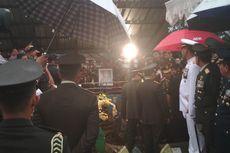 Mantan KSAD George Toisutta Dimakamkan Secara Militer di TPU Makassar