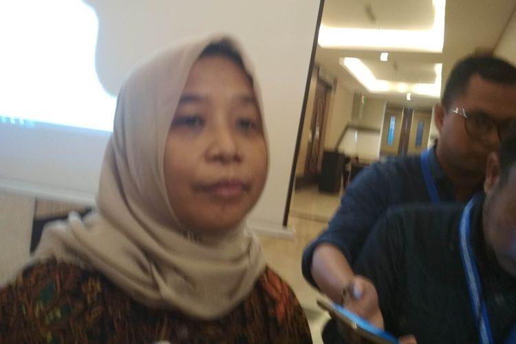 Ketua KPU Sulsel Misnah M Attas saat diwawancara di lokasi rapat pleno rekapitulasi pemilu 2019 tingkat Sulawesi Selatan, di Jalan Perintis Kemerdekaan, Makassar,  Kamis (16/5/2019).