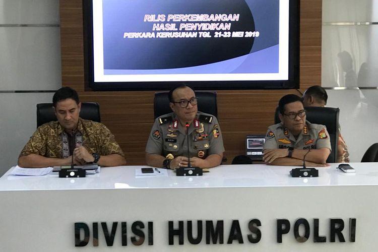 Direktur Kriminal Umum Polda Metro Jaya Kombes Suyudi Ario Seto (paling kiri) saat konferensi pers di Gedung Humas Mabes Polri, Jakarta Selatan, Jumat (5/7/2019).