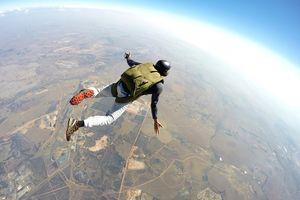 Tabrakan di Ketinggian 1.500 Meter, Dua Penerjun Payung Tewas