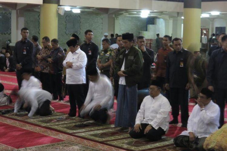 Jokowi Aher Dan Emil Shalat Subuh Berjamaah Di Masjid Raya Bandung