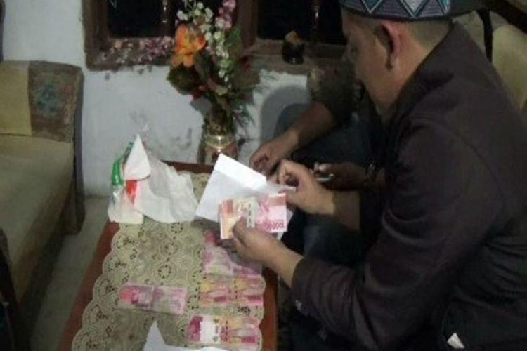 MONEY POLITIK PILKADA MAMASA : Oknum aparat desa hingga camat di mamasa dilaporkan menyuap pemilih