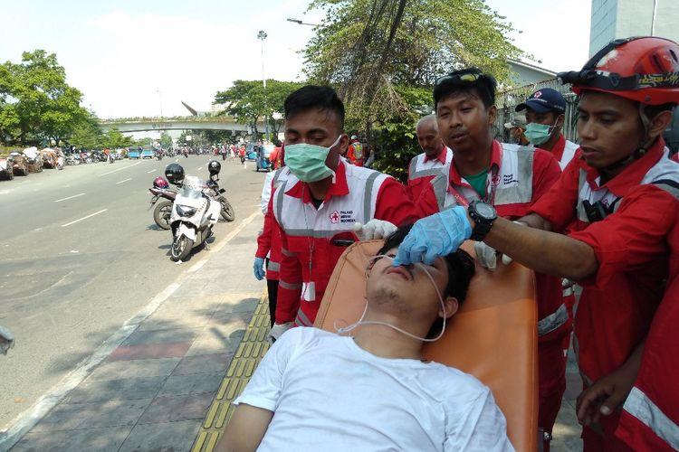 Salah Satu Masa Demo Yang Terluka dan Diamankan Oleh Petugas PMI, Rabu (22/5/2019)