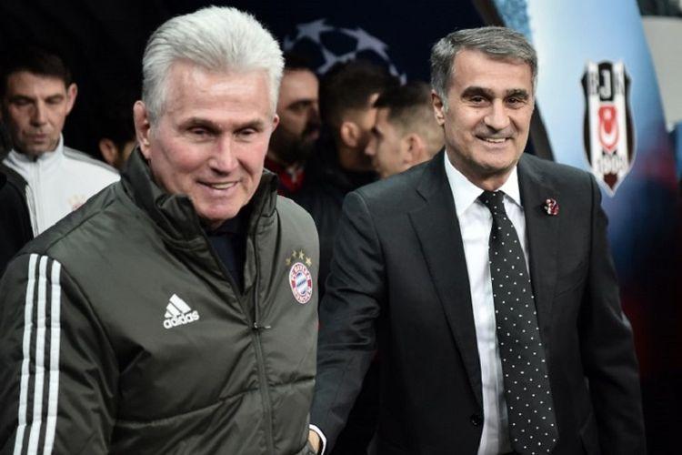Senol Gunes (kanan) dan Jupp Heynckes beriringan saat memasuki lapangan pertandingan laga antara Besiktas dan Bayern Muenchen pada babak 16 besar Liga Champions di Besiktas Park, 14 Maret 2018.