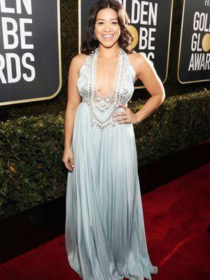 Aktris Gina Rodriguez ketika menghadiri Golden Globe 2019, Minggu (6/1/2019) malam waktu setempat.