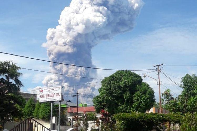 Gunung Soputan di Kabupaten Minahasa Tenggara, Provinsi Sulawesi Utara, meletus pada Rabu (3/10/2018 pukul 08.47 Wita.