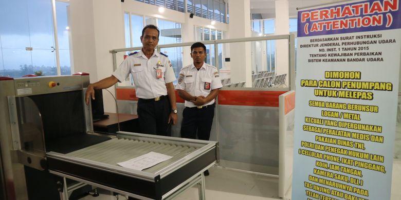 Bandara Maleo, di Morowali, Sulawesi Tengah, saat kunjungan kerja bersama Dirjen Perhubungan Udara Kementerian Perhubungan, Selasa (27/2/2018).