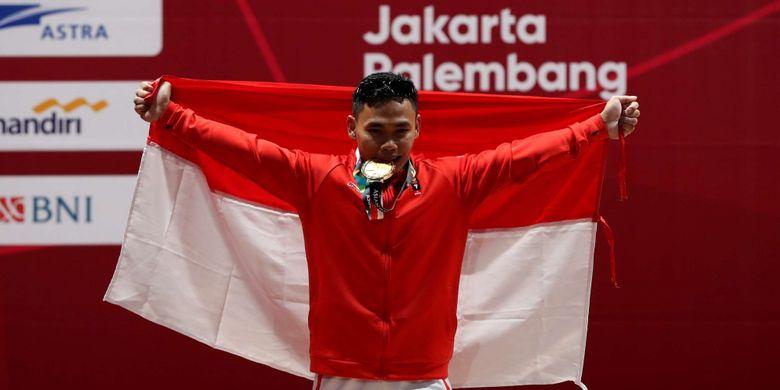 Atlet Angakt Besi Putra Indonesia, Eko Yuli Irawan berselebrasi setelah berhasil meraih medali emas di kelas 62 kilogram pada Asian Games 2018 di JI Expo Kemayoran, Jakarta, Selasa (21/8/2018). Ia menyumbang medali emas untuk Indonesia dengan melakukan angkatan total 311 kg (snatch 141 dan clean and jerk 170).