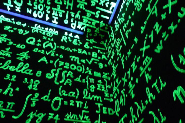 Matematika penuh teka-teki. Seorang remaja ber-IQ 162 membuat buku yang memuat fakta unik matematika.