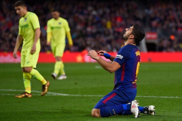Luis Suarez tampak frustrasi ketika Barcelona gagal mencetak gol ke gawang Getafe pada pertandingan La Liga di Camp Nou, Minggu (11/2/2018).
