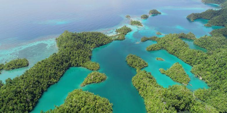 Nampak dari atas gugusan Pulau Tawale yang berada di Pulau Kasiruta, Desa Marikuso, Kecamatan Kasiruta Timur, Halmahera Selatan.