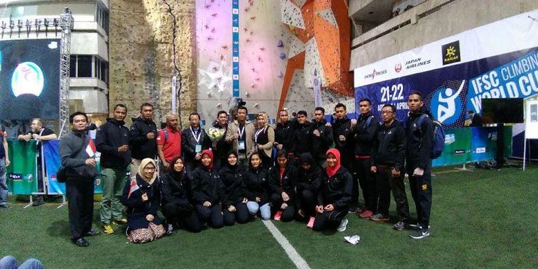 Timnas Panjat Tebing berfoto bersama Menpora Imam Nahrawi yang disela-sela kunjungan kerjanya ke Rusia, turut menyaksikan dan memberikan dukungan kepada atlet Indonesia yang turun di ajang IFSC World Cup 2018 di Moscow.