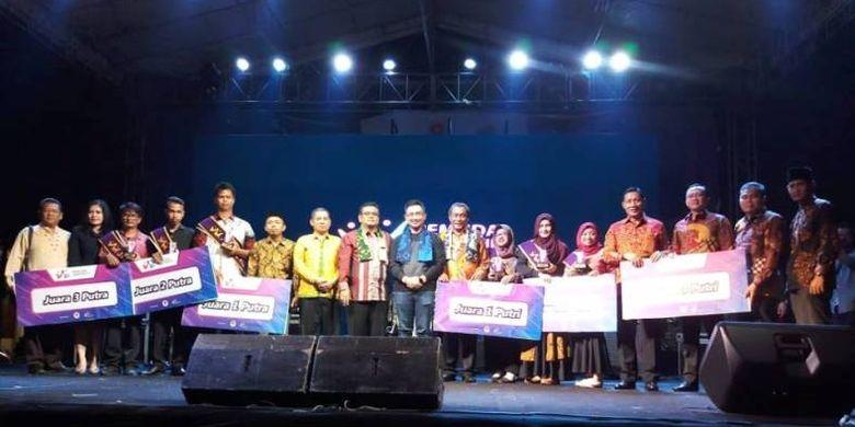 Selesai sudah rangkaian panjang Pemuda Inspiratif kegiatan yang digelar di 16 kota, 8 provinsi ini berakhir meriah pada acara grand final yang dihelat di pendopo Kabupaten Serang.