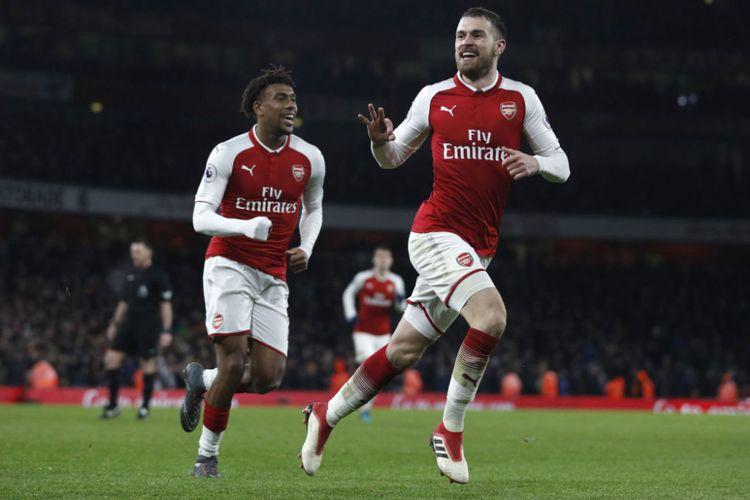 Aaron Ramsey mencetak tiga gol saat Arsenal menang telak atas Evetron pada pertandingan Premier League di Stadion Emirates, Sabtu (3/2/2018).