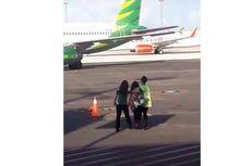 5 BERITA POPULER NUSANTARA: Hana Kejar Pesawat di Landasan Pacu hingga Misteri Mayat di Drum