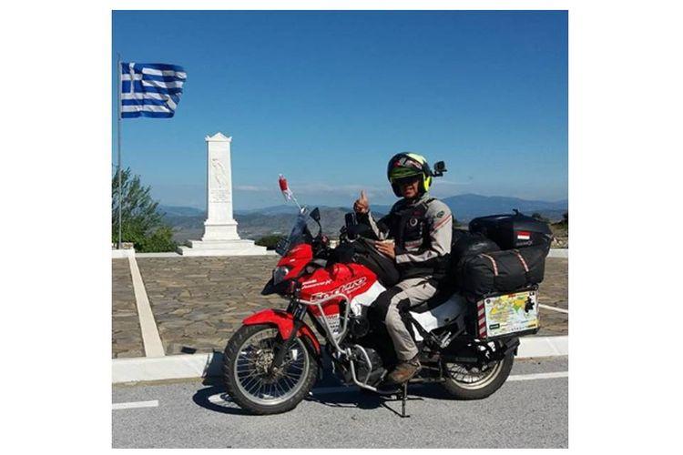 Stephen Langitan, seorang rider yang mengendarai motor dari Jakarta ke London