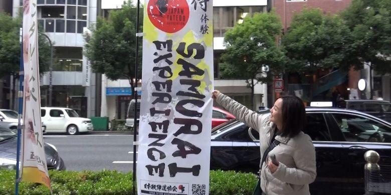 Kegiatan belajar teknik pedang Jepang ?Tate? yang bisa diikuti oleh orang asing di daerah Osaka, Jepang. Kelas ini dapat diikuti di gedung Asosiasi Teknik Pedang Jepang (Nihon Tatedo Kyokai) yang terletak di daerah Yotsubashi, Osaka.