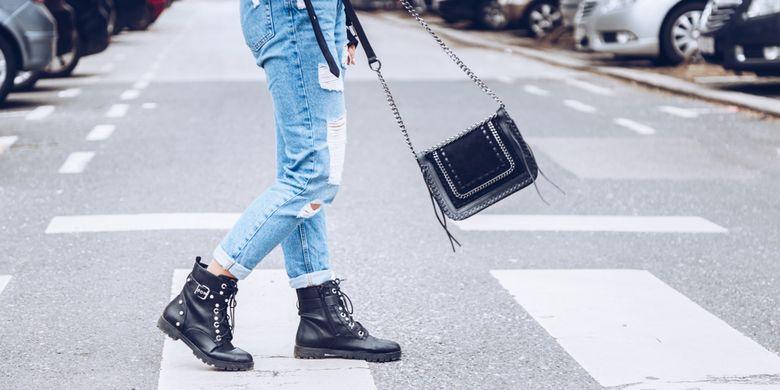 Ilustrasi gaya fashion yang menggunakan warna hitam.