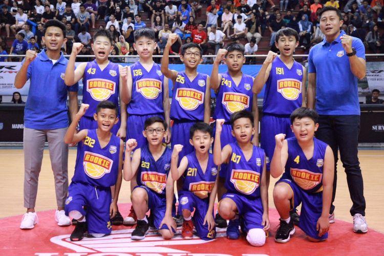 Para pemain dan pelatih DBL Academy Selection Team U-13.