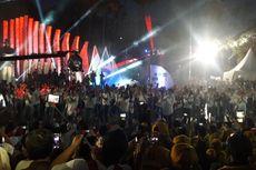 Jokowi-Ma'ruf Amin Sapa Para Relawan di Tugu Proklamasi