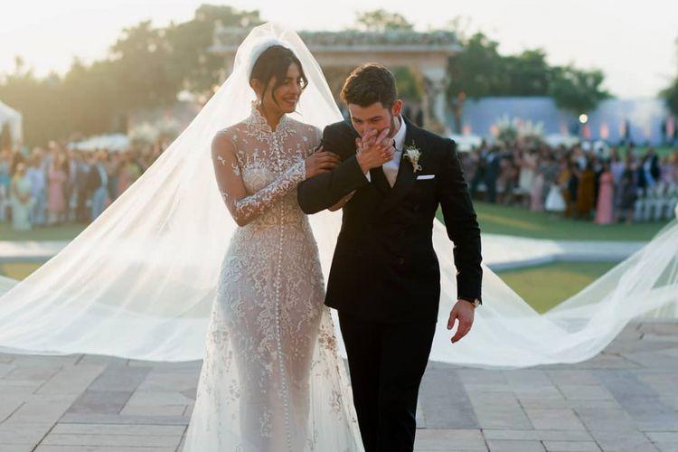 Priyanka Chopra dan Nick Jonas pada hari pernikahan mereka.