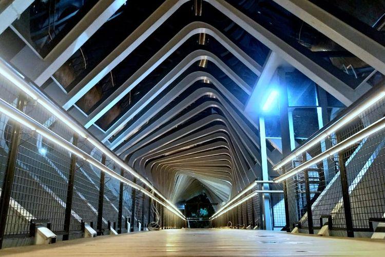 Revitalisasi Jembatan Penyebrangan Orang (JPO) Polda Metro Jaya. Foto diambil Senin (11/2/2019).