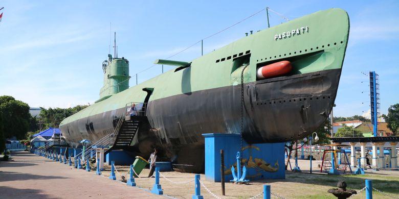 Monumen Kapal Selam, merupakan museum kapal selam dari jenis kapal KRI Pasoepati 410 yang bertempur saat membebaskan Irian Barat 1960.