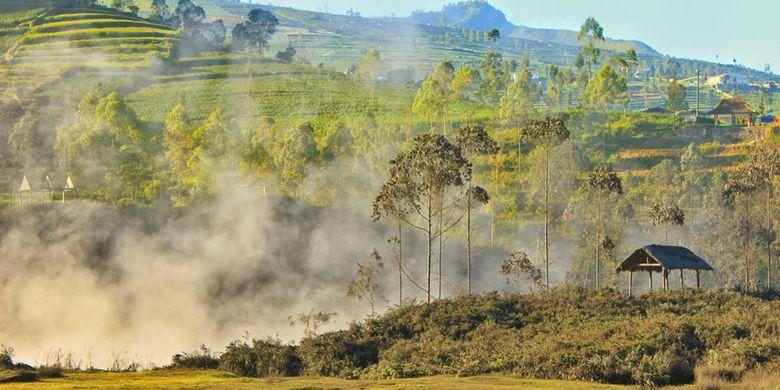 Kondisi Kawah Sileri di kompleks obyek wisata Dieng Plateau, Banjarnegara, Jawa Tengah, pasca-semburan lumpur, Senin (3/7/2017). Kawah Sileri menyemburkan lumpur setinggi 200 meter pada Minggu, 2 Juli kemarin, sedikitnya 20 orang dilaporkan terluka.
