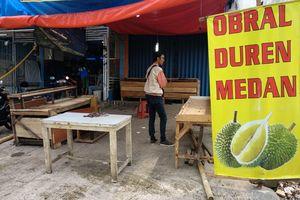 Durian Berserakan Saat Oknum Ormas Keroyok Anggota TNI di Bekasi
