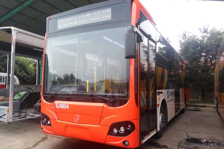Bus low entry berbahan alumunium milik PT Transjakarta