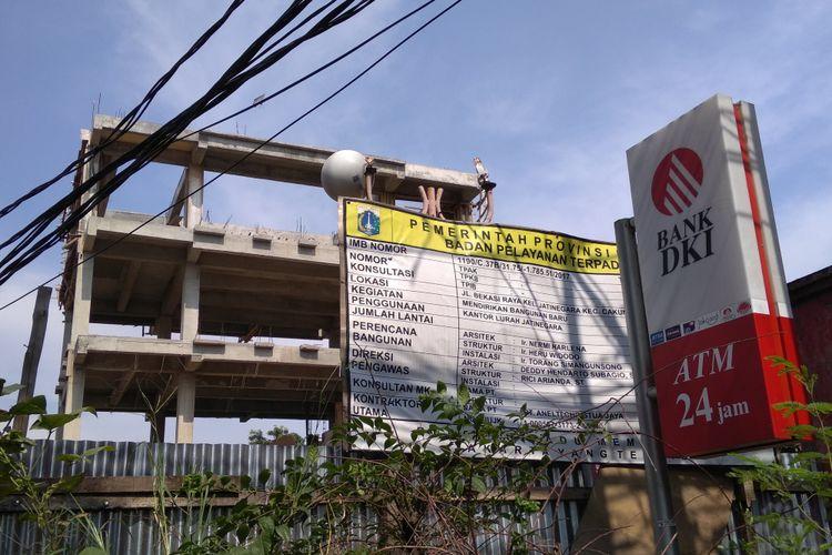 Kantor kelurahan Jatinegara mangkrak ditinggal kontraktor, Jumat (23/3/2018)