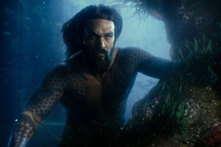 Jason Momoa beraksi sebagai Aquaman dalam Justice League (2017)