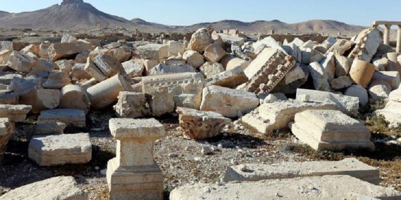 Sisa-sisa situs candi yang hancur saat demonstrasi Islamic State