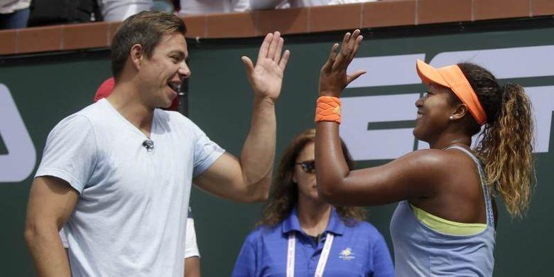 Petenis nomor satu dunia, Naomi Osaka  berpisah dengan pelatihnya Sascha Bajin hanaya beberapa pekan setelah merebut gelar juara grand slam kedua di Australian Open, Januari lalu.