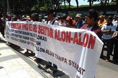 Tolak Direlokasi, PKL Demo di Depan Gedung DPRD Gresik