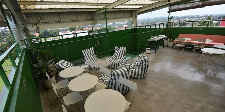 Salah satu yang menarik dari Hostel Temmu Co Living di Bandung adalah pemandangan dari rooftopnya.