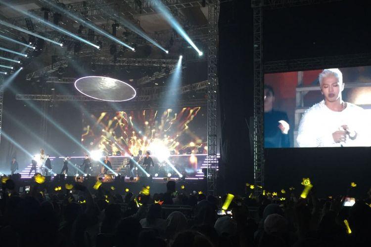 Taeyang BIGBANG menggebrak panggung Hall B3 JIExpo Kemayoran, Jakarta Pusat, Jumat (13/10/2017) malam dengan lagu Ringa Linga dari album perdananya yang bertajuk Rise (2014).