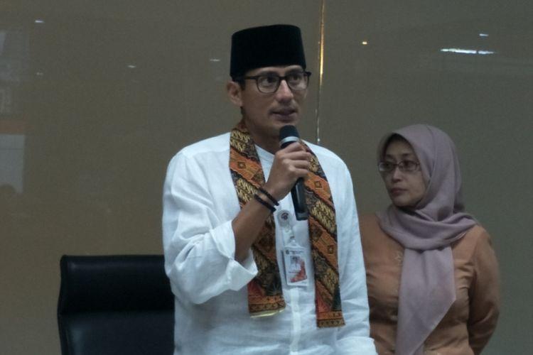 Wakil Gubernur DKI Jakarta Sandiaga Uno saat memaparkan hasil evaluasi penataan Tanah Abang di ruang Jakarta Smart City, Balai Kota DKI Jakarta, Jumat (29/12/2017).