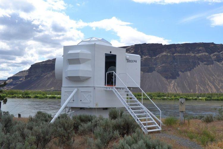 rumah dibuat semirip mungkin dengan kapsul Apollo 11.