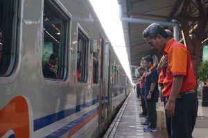 Gestur Hormat Sebelum Kereta Berangkat Menuai Pro-Kontra, Ini Kata PT KAI