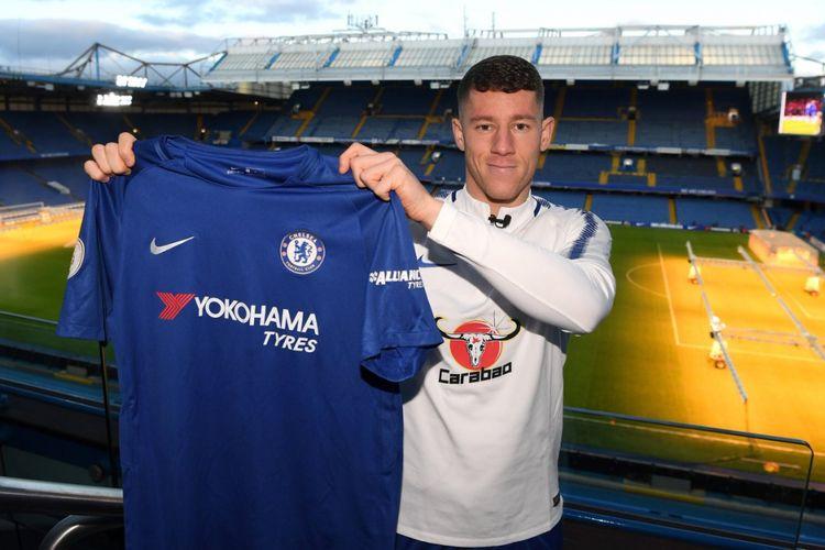 Chelsea rekrut gelandang muda Inggris asal Everton, Ross Barkley, pada Jumat (5/1/2018).