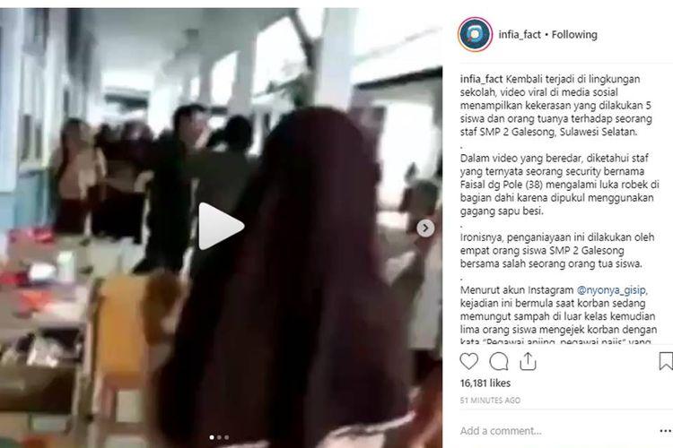 Penganiayaan yang dilakukan orang tua  dan empat siswa kepada seorang petugas kebersihan sekolah menjadi viral di media sosial.