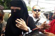 Bercadar, Mulan Bawa Anaknya Jenguk Ahmad Dhani di Rutan Medaeng