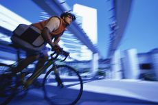 Tips Aman Bersepeda di Jalan Raya