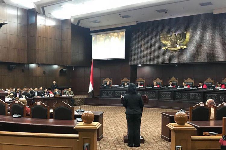Suasana ruang Mahkamah Konstitusi (MK), Kamis (3/5/2018) siang, saat sidang uji materi Undang-Undang Nomor 2 Tahun 2018 tentang MPR, DPR, DPD dan DPRD atau yang populer disebut UU MD3.